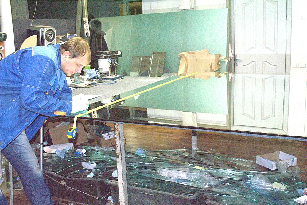 Мастерские Лефрат | прямолинейная и фигурная нарезка стекла Тольятти | шлифовка и полировка кромок |сверление отверстий | доставка по городу и району | монтаж стекла и зеркал | бронирование и тонирование плёнкой