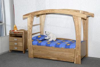 Детская кровать из дуба